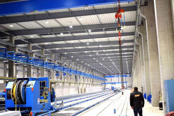 oświetlenie w fabryce