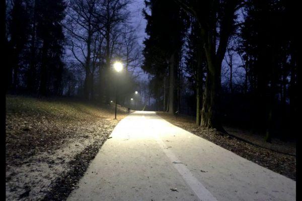 latarnie w parku